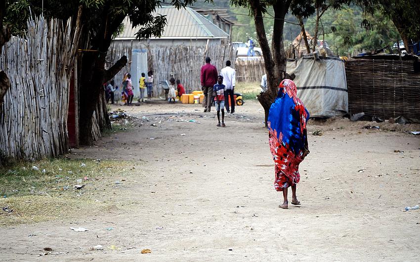 South Sudan, Vicky Waraka, Lazarus Yezinai