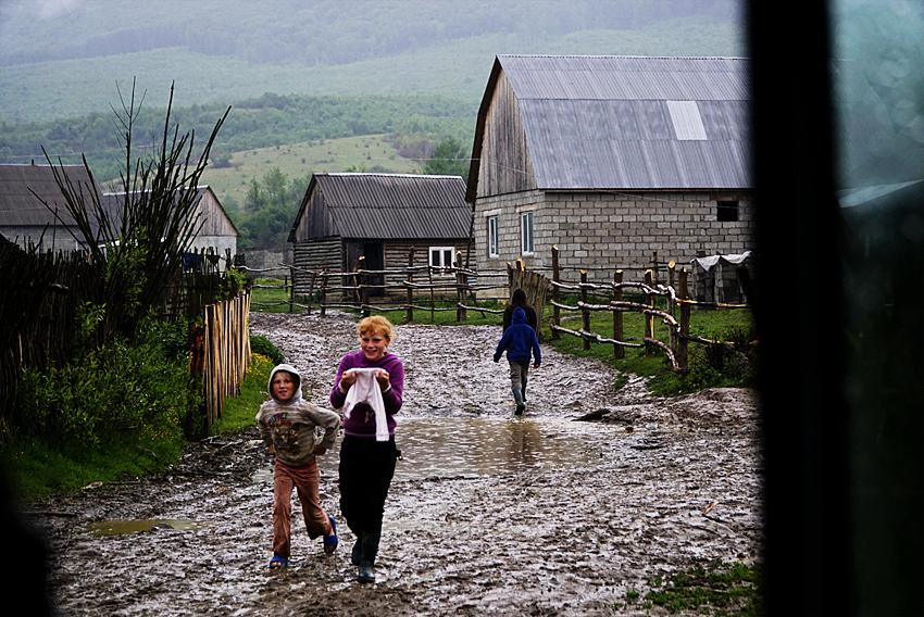 Web-kids-in-mud