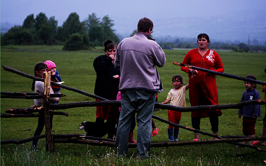 Web-people-by-fence