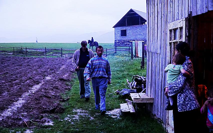Web-people-on-farm